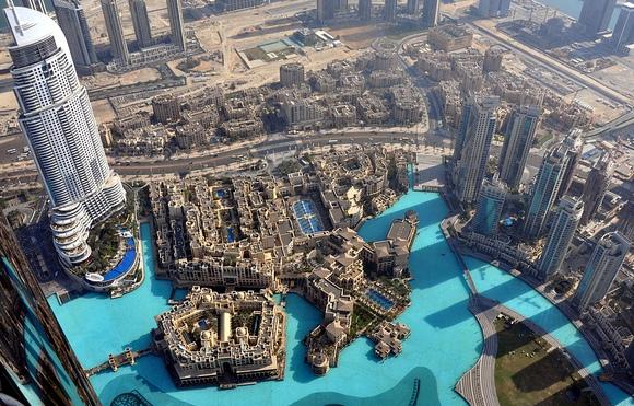 Great-View-Downtown-Dubai-and-Khalifa-Lake-from-Burj-Khalifa